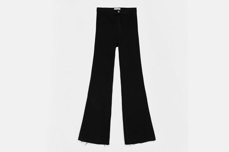 pantalon-negro-acampanado-largo-bershka