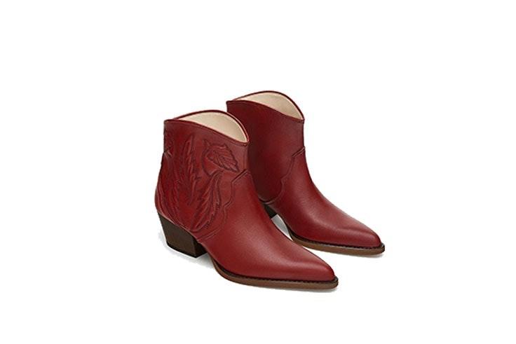 Botines de piel cowboy bordados (49,99€) de ZARA