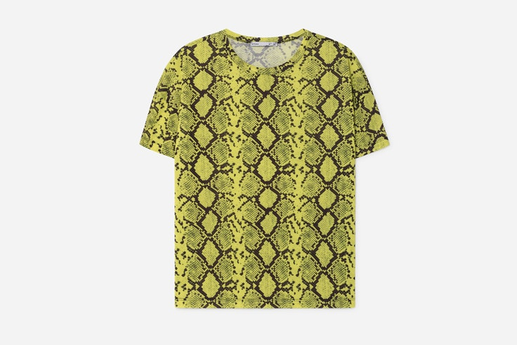 camiseta-manga-corta-amarilla-estampado-serpiente-animal-print-lefties-2
