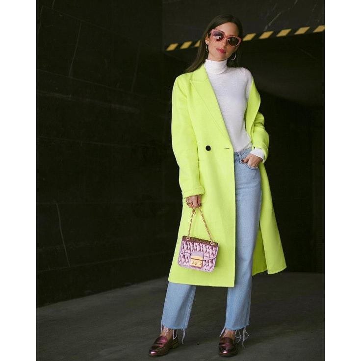 maria-fernandez-rubies-conjunto-abrigo-neon