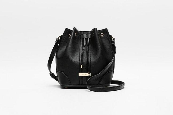 bolso negro tipo saco misako