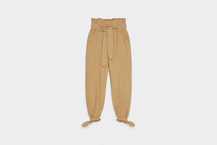 slouchy jeans color camel de bershka esenciales de otoño
