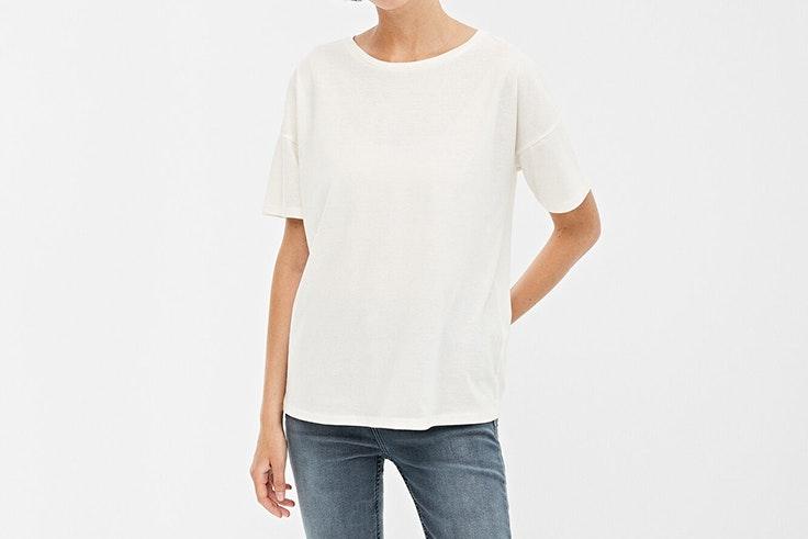 camiseta blanca springfield Macarena García