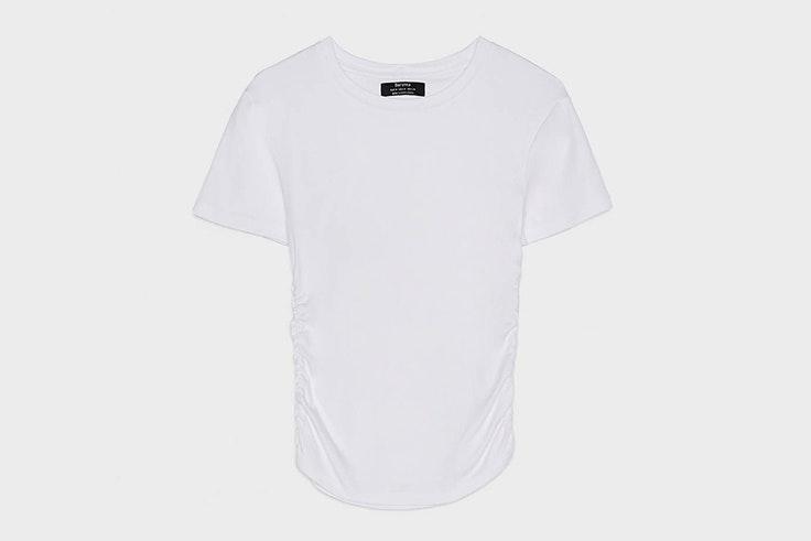 camiseta blanca manga corta bershka
