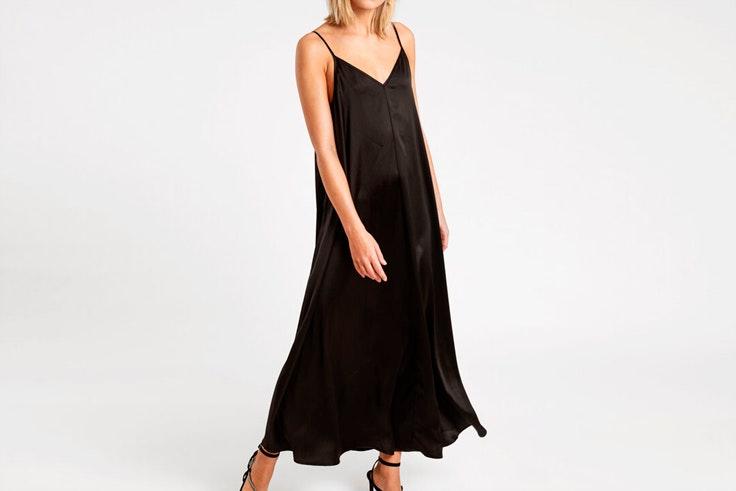 Vestido negro largo con tirantes de Pimkie