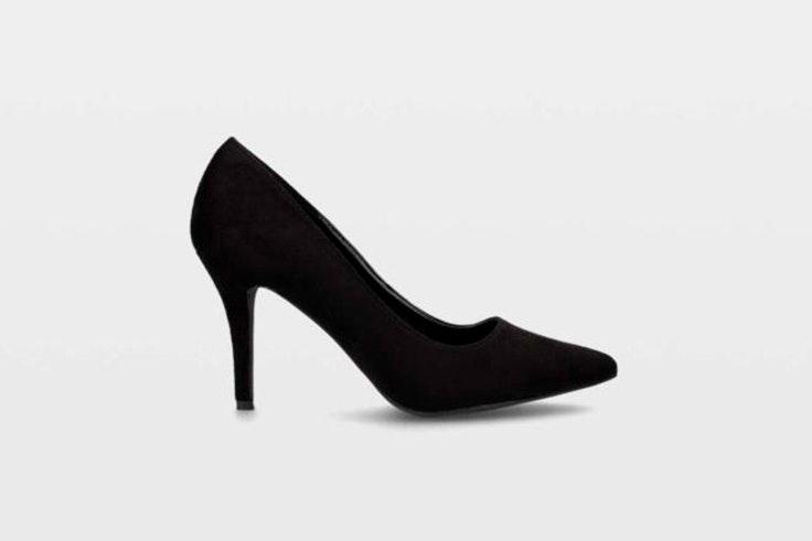 Zapato de tacón tipo stiletto en color negro de Ulanka