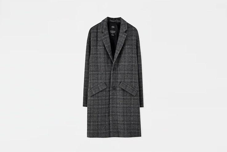 abrigo oversize de paño gris de pull and bear botas negras