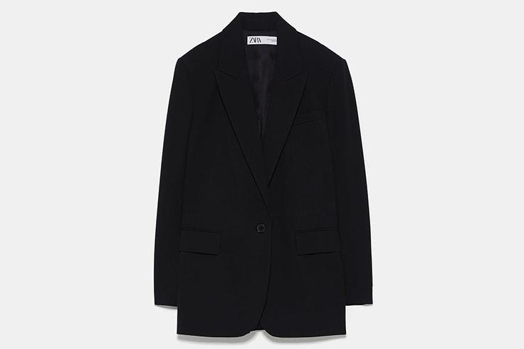 Blazer negra amplia de Zara
