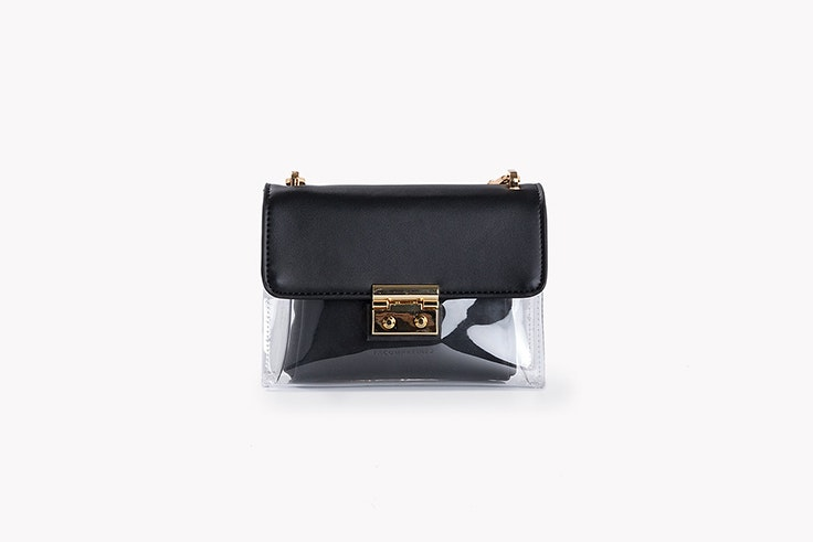 bolso flap mini negro de vinilo de paco martínez botas negras
