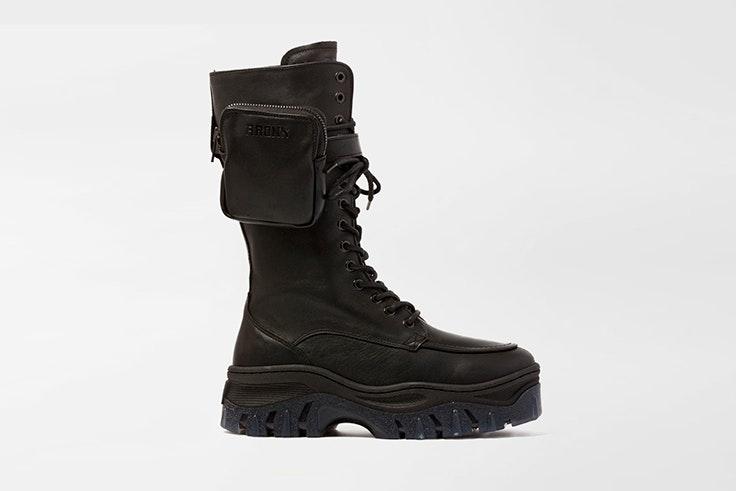 Botas altas de estilo militar en color negro de la zapatería Vas