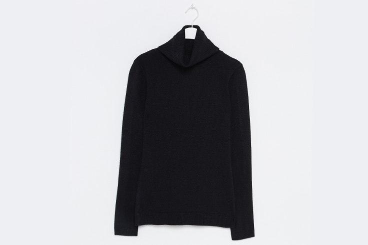 Jersey de cuello alto en color negro de Sfera