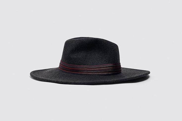 Sombrero negro con cinta combinada a contraste de Zara