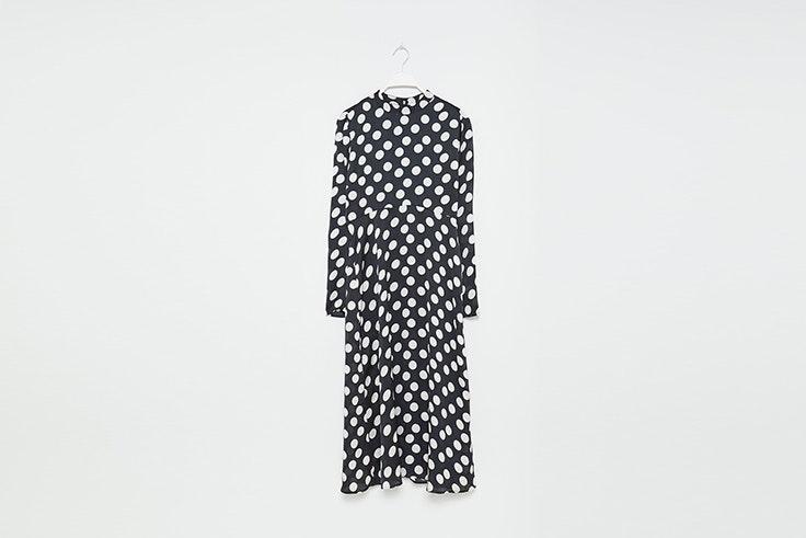 vestido de lunares con cuello alto de sfera vestidos de invierno