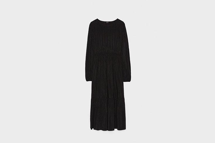 vestido negro plisado con manga abullonada de Bershka vestidos de invierno