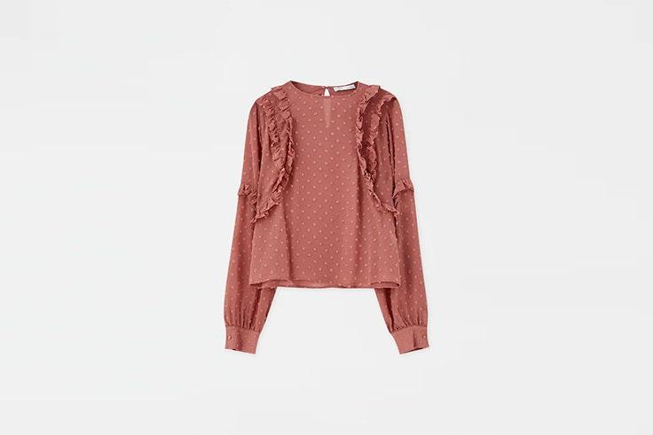 blusa rosa de plumeti con volantes de pull and bear San Valentín