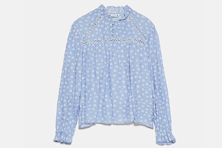 Camisa con estampado de flores azul novedades de zara primavera verano