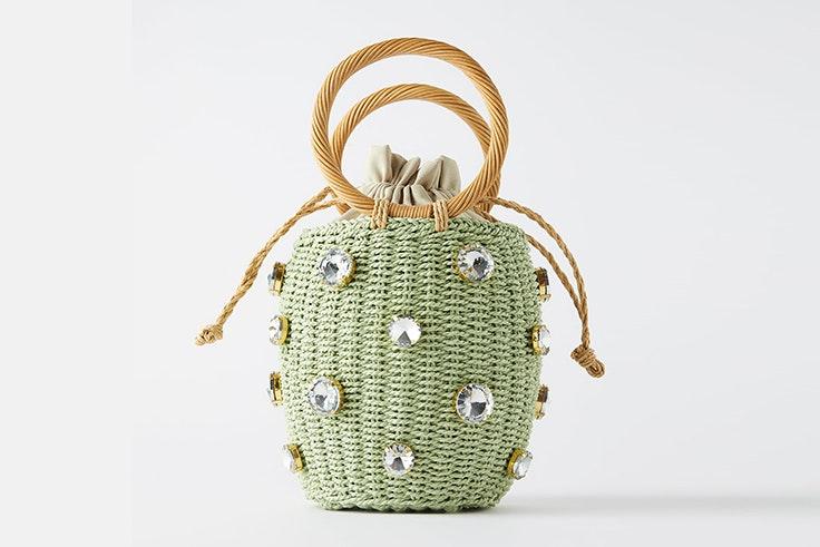 Bolso cesta en color verde con detalles joya novedades de zara primavera verano