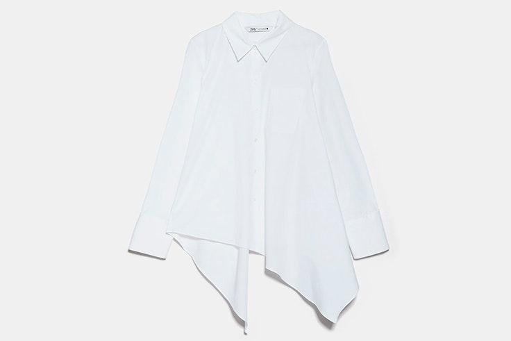 Camisa blanca asimétrica de Zara