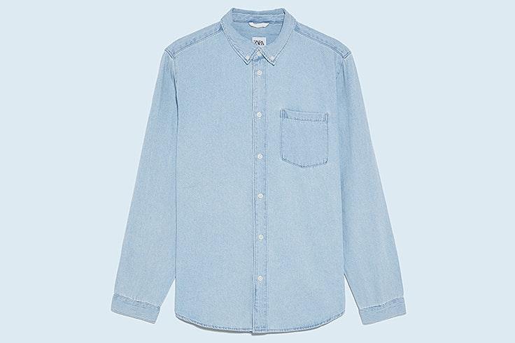 Camisa vaquera en azul claro de Zara