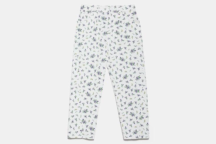 Pantalón largo blanco con estampado de flores novedades de zara primavera verano