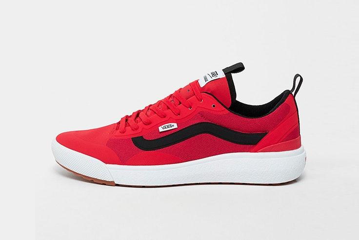 Zapatillas rojas de Vans. Disponibles en Snipes