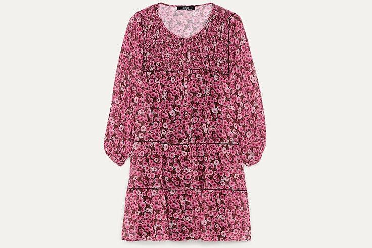 vestidos de verano Vestido de flores en tonos rosas de Bershka