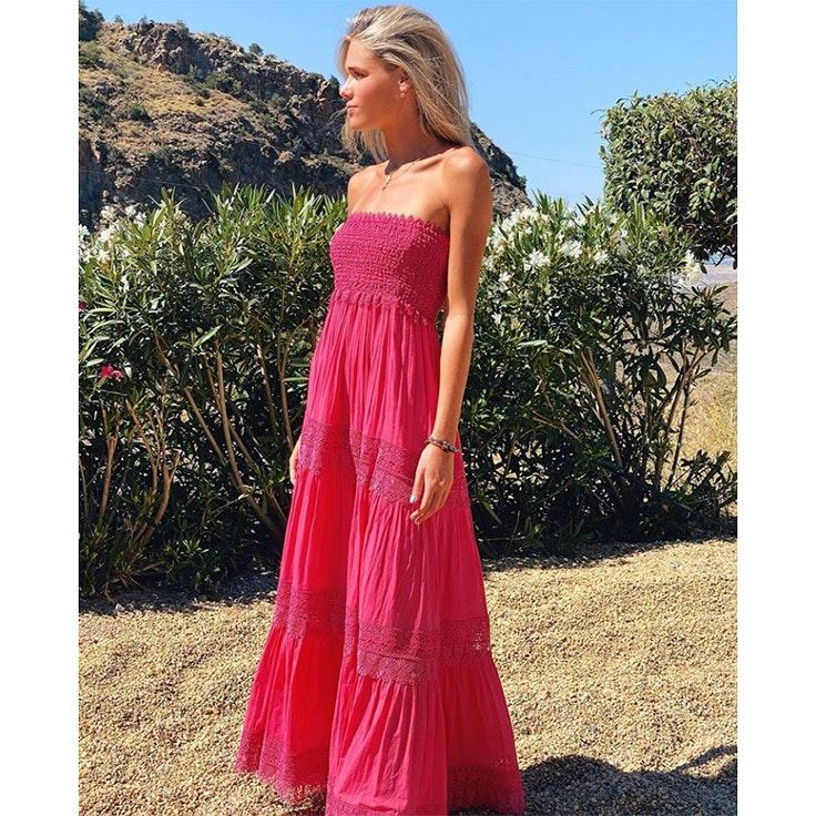 el estilo de ana soria vestido largo en color fucsia