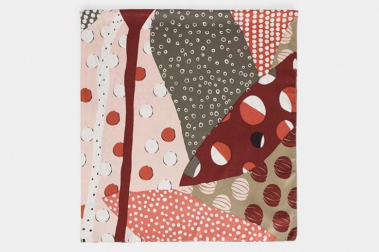 Pañuelo estampado en tonos rojizos de Parfois