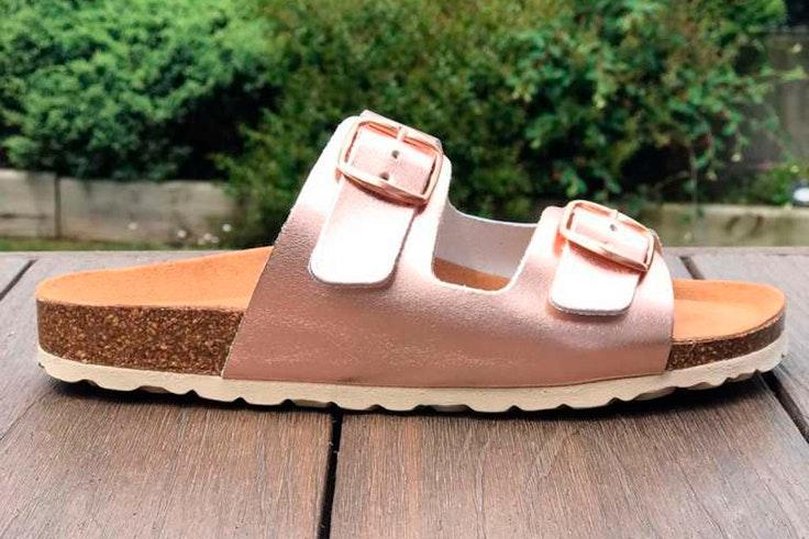 Sandalias planas en rosa metalizado de Ercilla