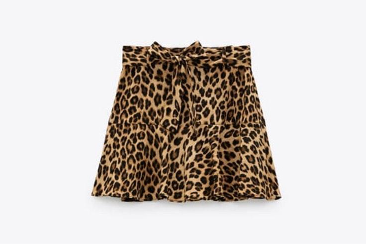 Falda con estampado animal print de Zara