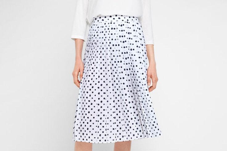 Falda plisada con estampado de lunares de Cortefiel