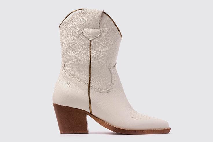 Botines blancos tipo cowboy de la zapatería Vas