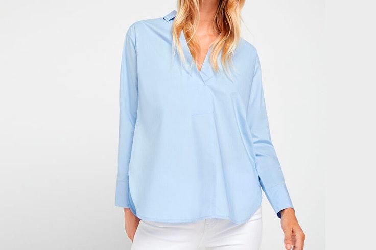 Camisa lisa en color azul de Cortefiel imprescindibles de septiembre