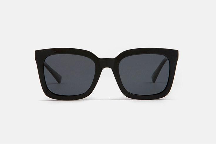Gafas de sol en color negro de Multiópticas