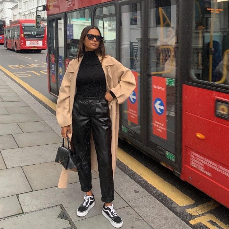 @emitaz emelie pantalones efecto cuero tendencia otoño