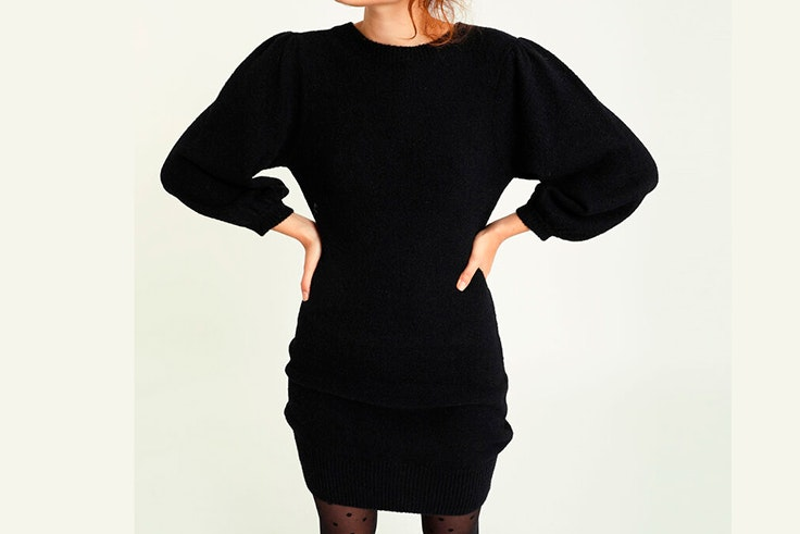 Vestido negro de punto con mangas abullonadas de Pimkie