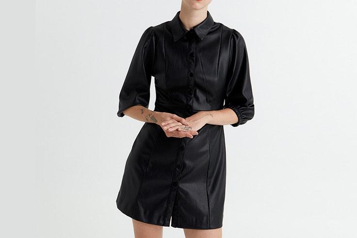 Vestido negro efecto piel de Sfera