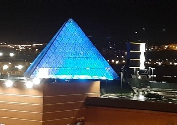 Pirámide Max Center