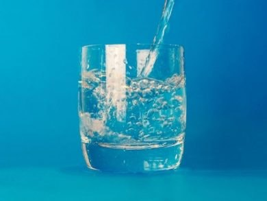 Beber 2 litros agua