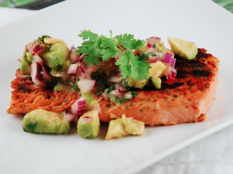 posta-de-salmão-com-batata-doce-e-bróculos