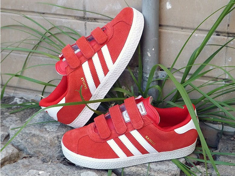 Adidas-Gazelle-B-Strong-Kids-4990€