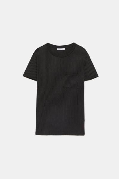 T-shirt Zara, antes a 15,95€ e agora a 5,99€