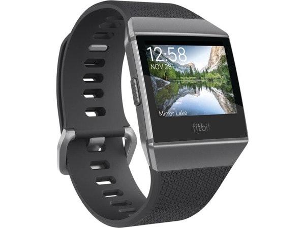 Relógio Desportivo FITBIT Ionic em Multicor S e L, antes a 299,99€ e agora a 149,99€, na Worten
