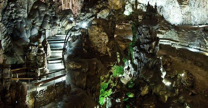 ¿Por qué no debes perderte la Cueva de Nerja?