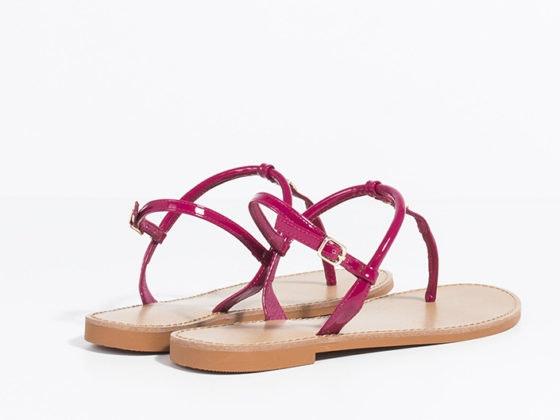 Cómo combinar las sandalias fucsia en tus looks