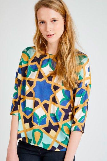 Camiseta con print geométrico