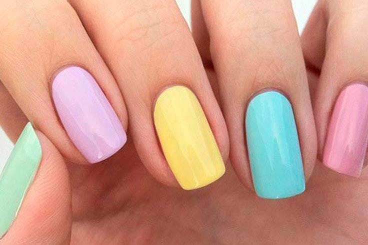 Tendencias de belleza con uñas en color pastel
