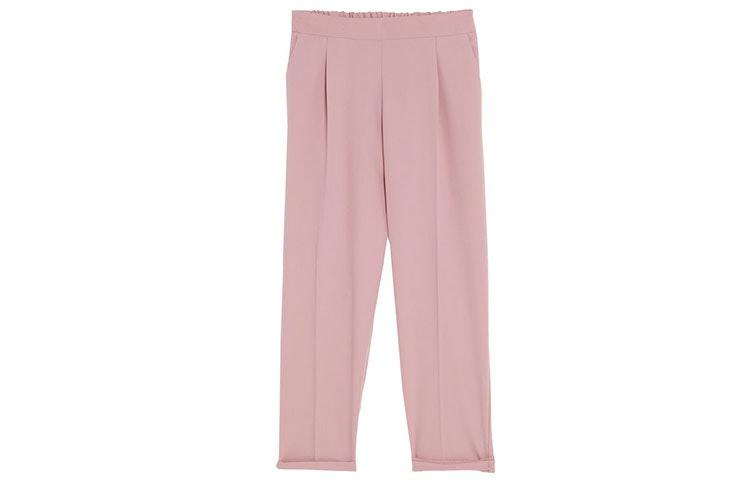 Tendencia de pantalones de pinzas en Pull and Bear