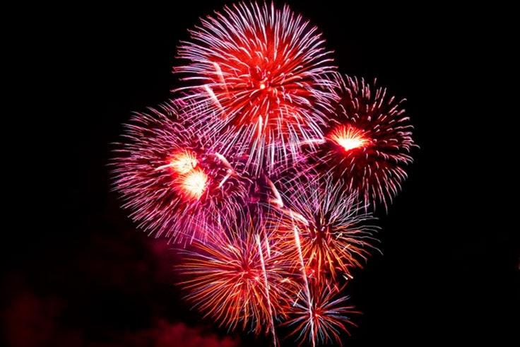Los-mejores-planes-para-celebrar-la-Noche-de-San-Juan-en-Málaga-fuegos-artificiales