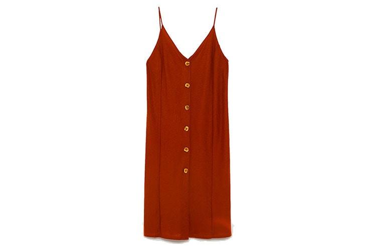 Favoritos de rebajas vestido de Zara abotonado en color rojo teja